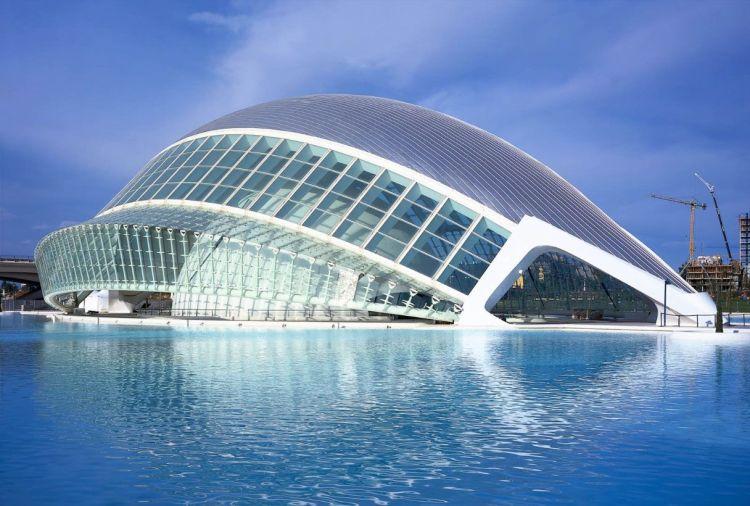 l'hemisfèric cinema IMAX nella città delle arti e delle scienze di calatrava