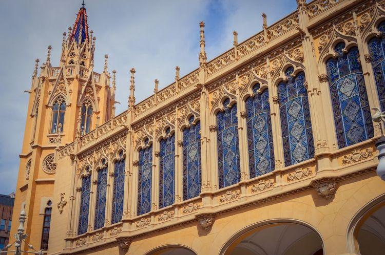 la bellissima architettura del palacio de la exposición di valencia