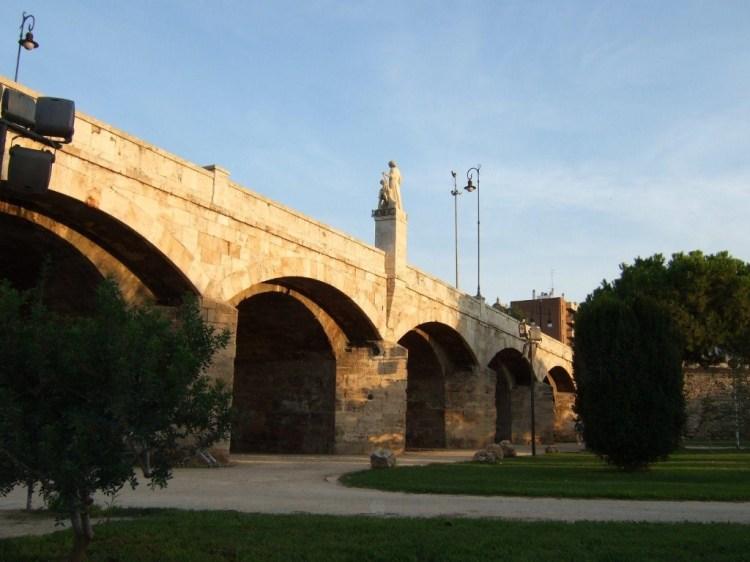 il puente del real nel giardino del turia