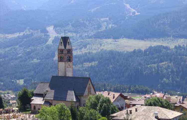il villaggio alpino di carano in val di fiemme