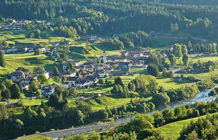 Panoramica dall'alto di Masi di Cavalese in Val di Fiemme