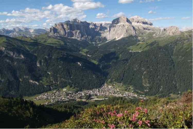 il fantastico panorama della valle da col dei rossi in val di fassa