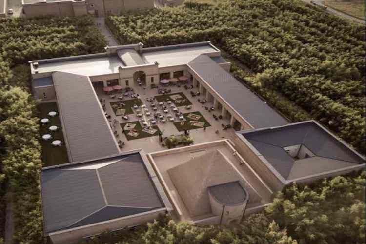 la corte centrale del labirinto della masone allestito a ristorante