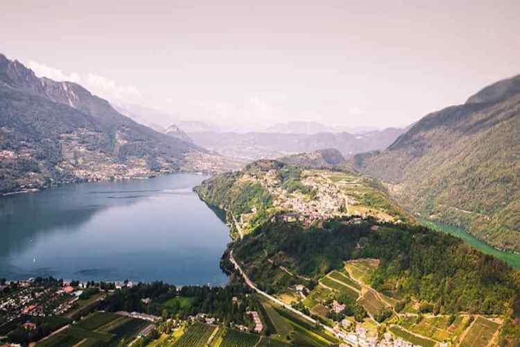 tenna guarda il lago di caldonazzo e il lago di levico in valsugana trentino