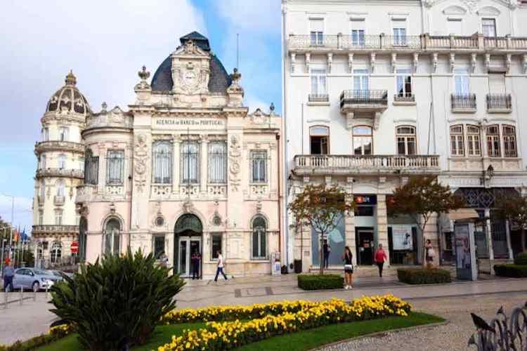 il Largo de Portagem nel pieno del centro storico della città di coimbra