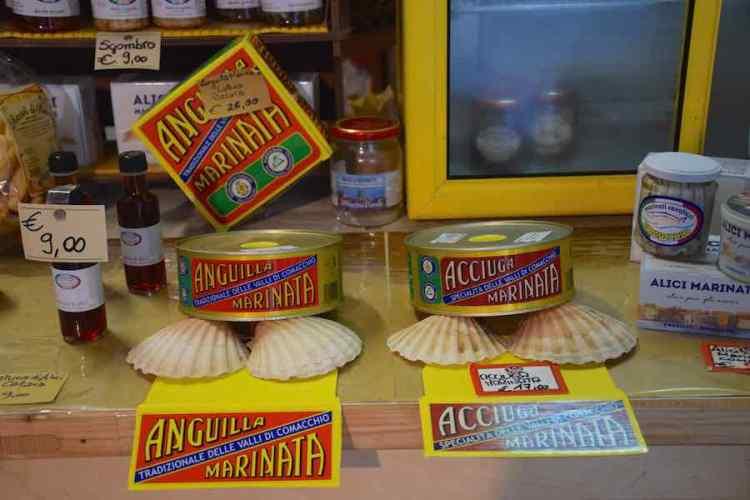 scatole di anguille e acciughe marinate delle valli di comacchio