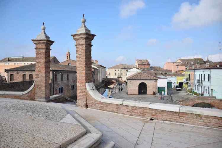 vista del centro storico di comacchio dai trepponti