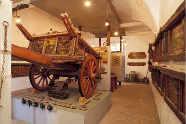 una stanze del museo del biroccio marchigiano a filottano nel parco regionale del monte conero