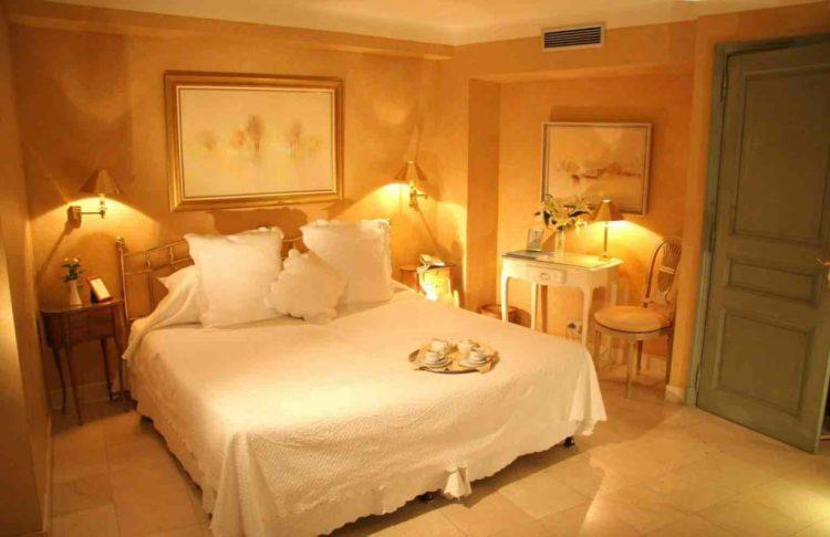 camera romance dell'hotel de la ponche uno dei migliori hotel a saint tropez