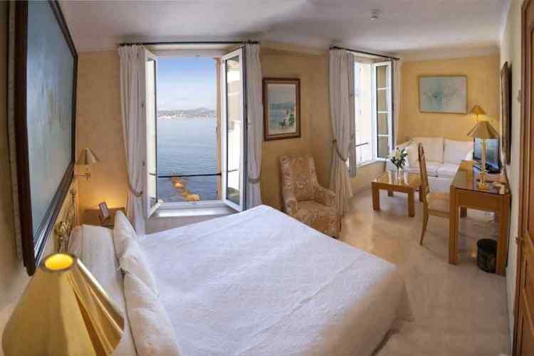 una bellissima camera dell'hotel de la ponche uno dei migliori hotel a saint tropez