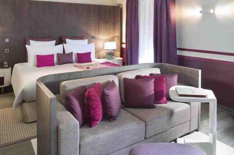 una junior suite dell'hotel de paris uno dei migliori hotel a saint tropez