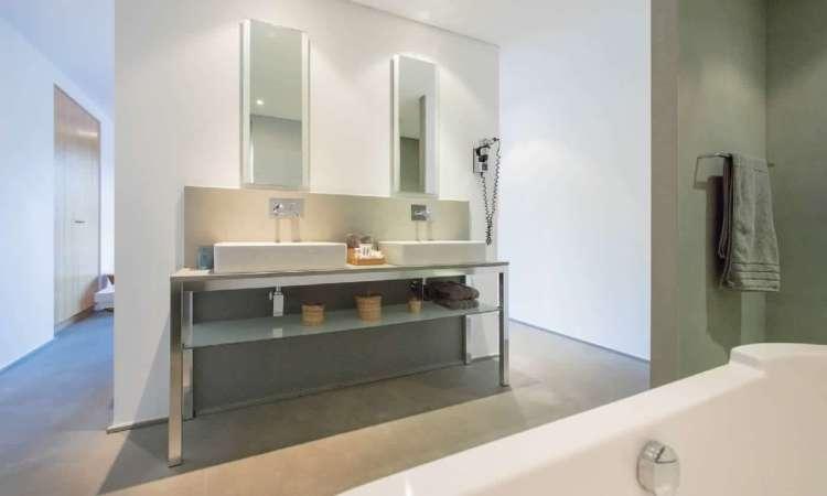 bagno della camera dell'hotel le mandla uno dei migliori hotel a saint tropez