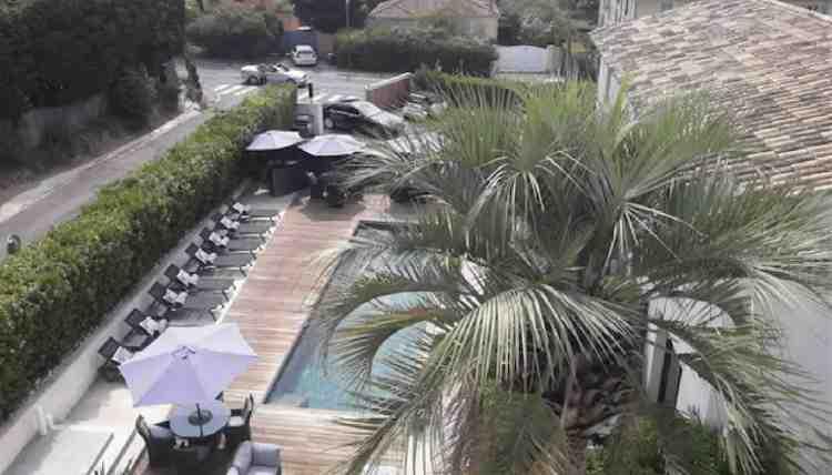 vista della piscina dell'hotel le mandla uno dei migliori hotel a saint tropez