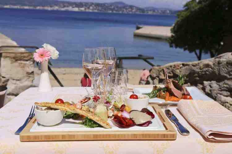 breakfast in terrazza all'hotel de la ponche uno dei migliori hotel a saint tropez