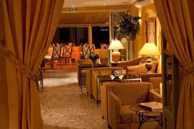 salotto bar dell'hotel de la ponche uno dei migliori hotel a saint tropez