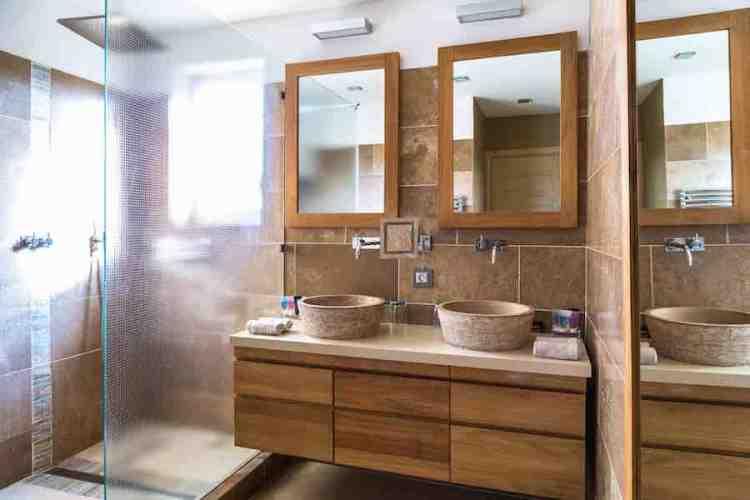il bagno di una suite dell'hotel le mouillage uno dei più begli hotel a saint tropez