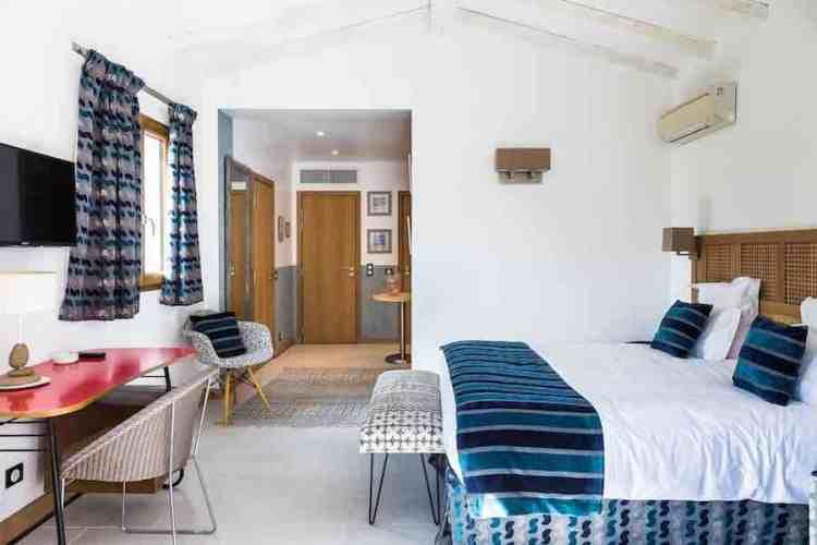 una junior suite dell'hotel le mouillage uno dei più begli hotel a saint tropez