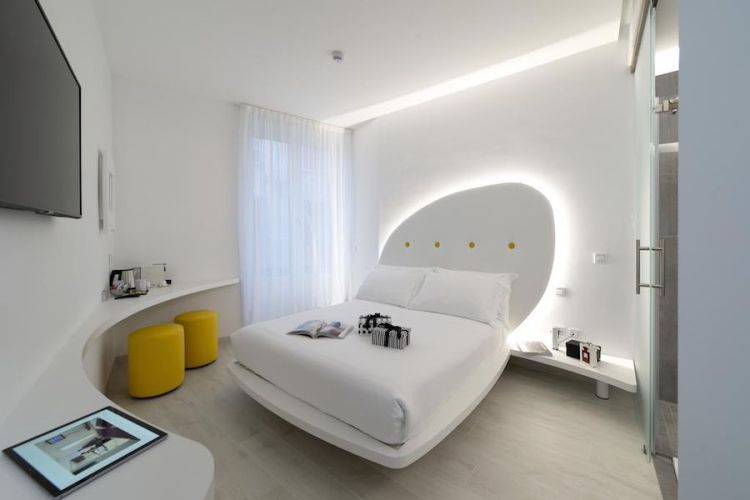 una camera dell'hotel ahd rooms a milano centro