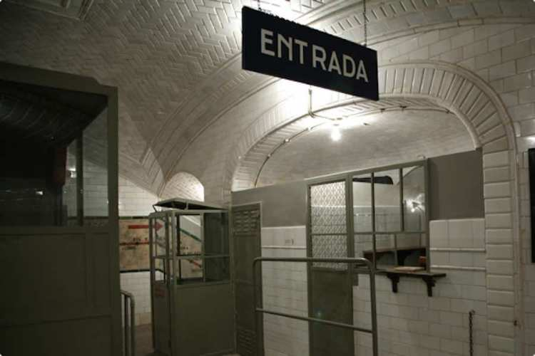 nntrata della stazione fantasma di chamberí di metro madrid