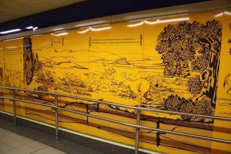 pannelli in vinile nella stazione carpetana di metro madrid