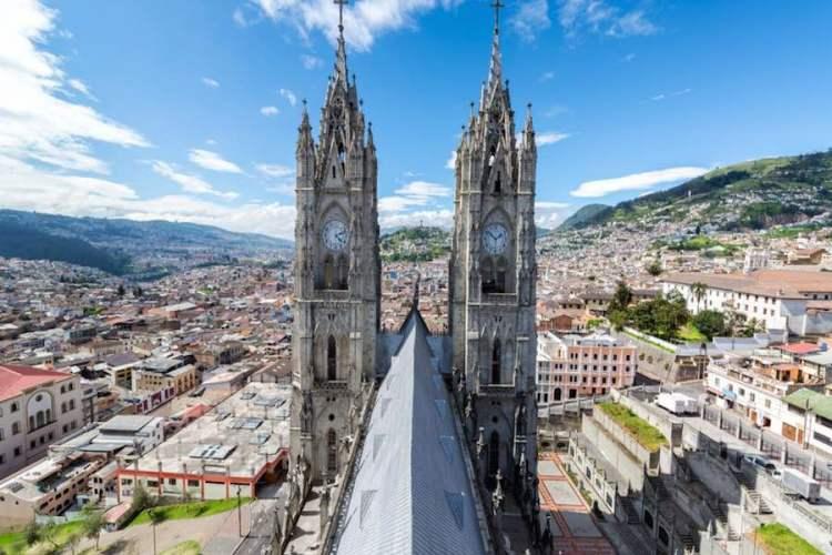 vista di quito ecuador dalla cattedrale