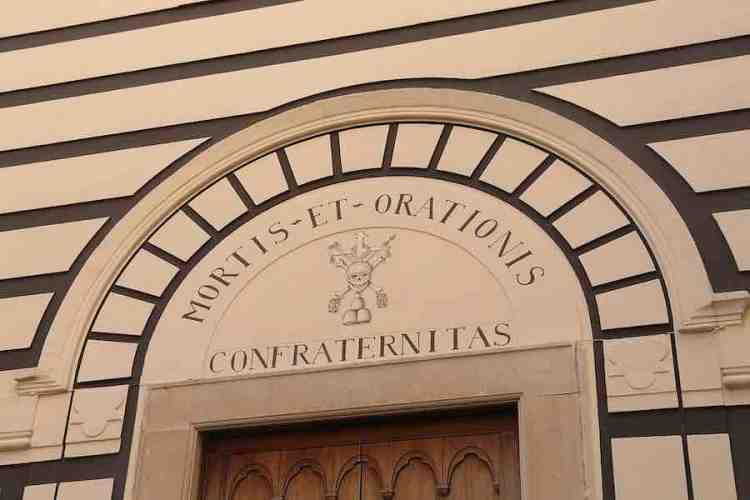 la facciata dell'oratorio dei neri a monterosso