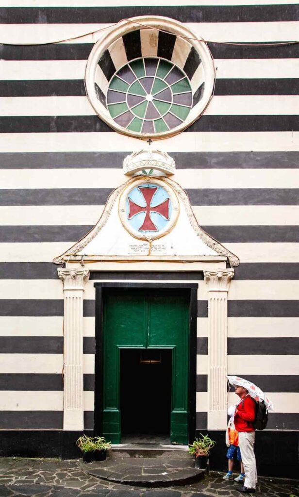 la facciata dell'oratorio di santa croce a monterosso