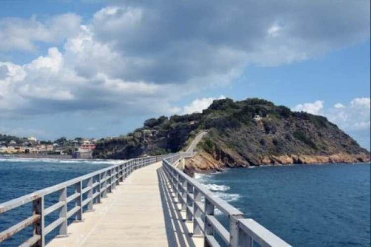 il ponte di santa marghrita da procida a vivara