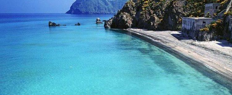 la spiaggia della papesca di lipari isole eolie