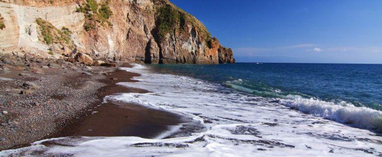 la spiaggia di valle muria a lipari