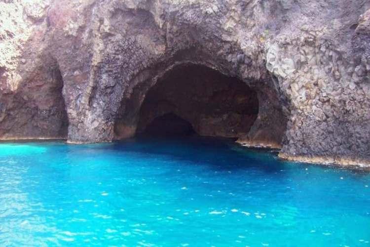 la grotta del bue marino a filicudi isole eolie