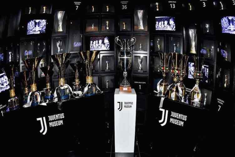 i trofei esposti nel j museum nello juventus stadium di torino