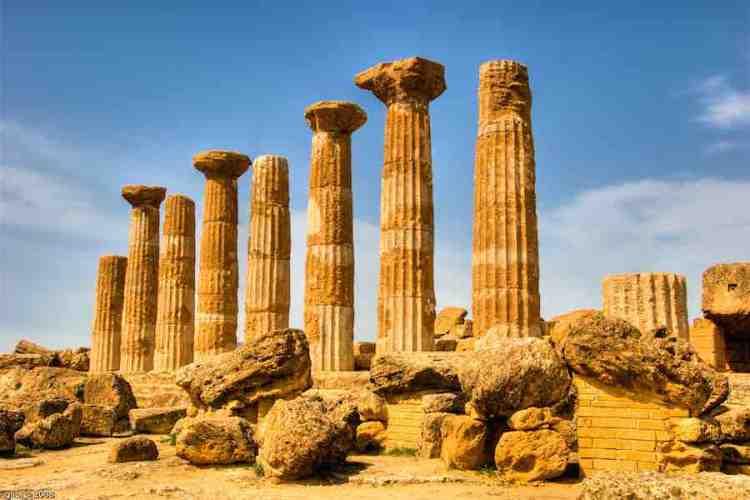 i resti del tempio di ercole nella valle dei templi agrigento sicilia