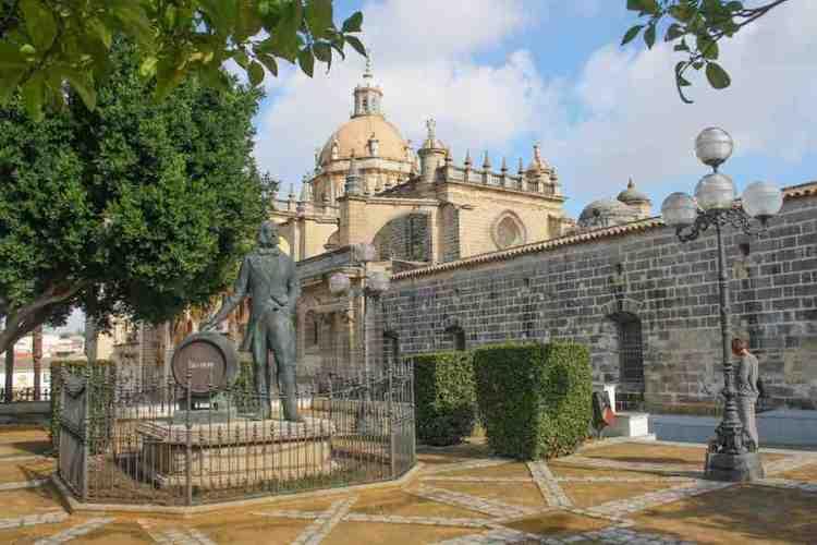 la statua di tío pepe a jerez de la frontera andaluciía spagna
