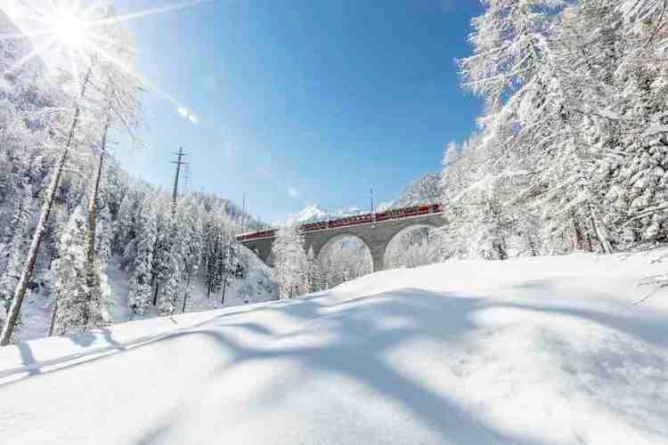 il trenino del bernina in inverno