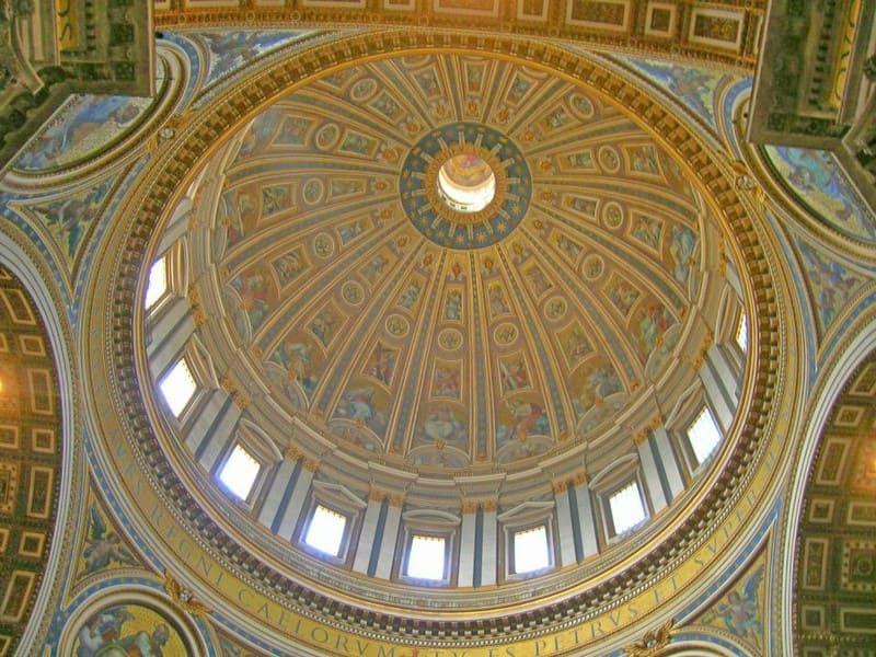 Interno della Basilica San Pietro