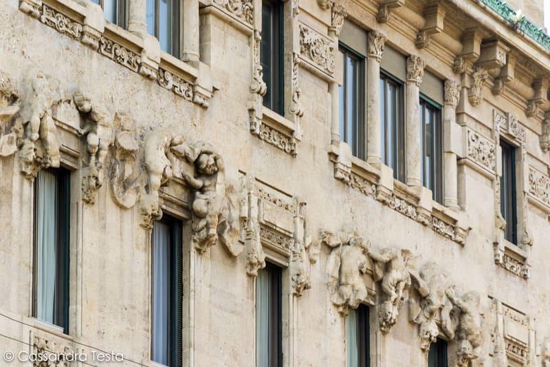 Dettaglio della facciata di Palazzo Castiglioni, Milano