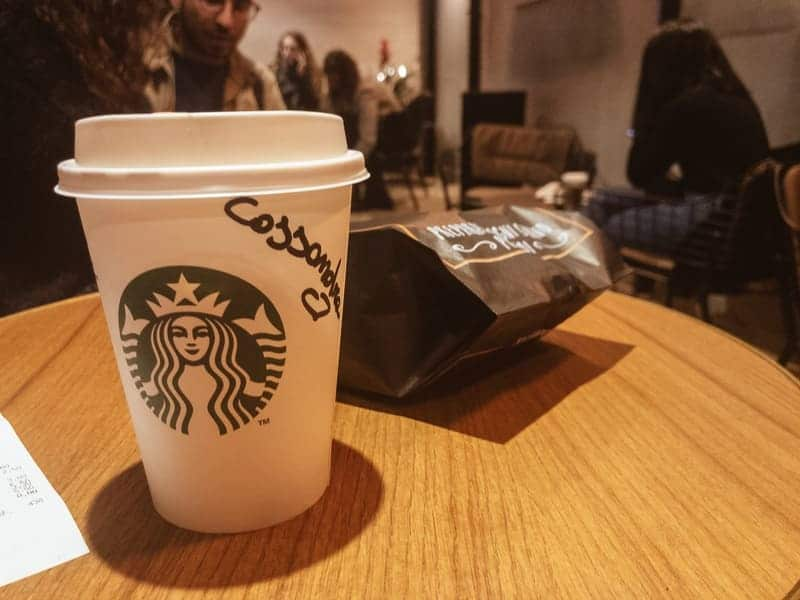 Caffè Latte e Muffin - Starbucks a Milano