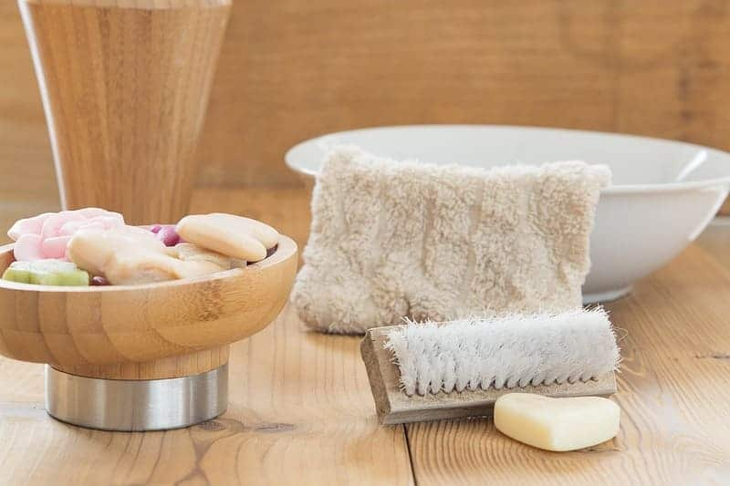 Prodotti per l'igiene nel beauty case da viaggio