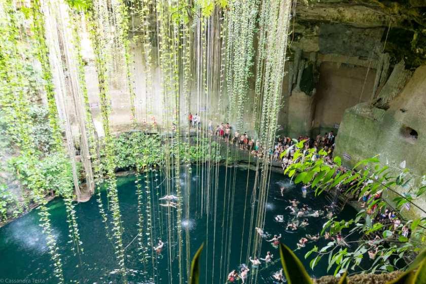 Bagno nel Cenote Ik-Kil