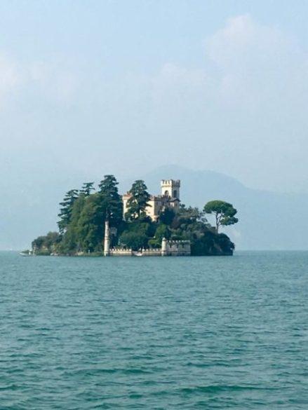 Isola di Loreto sul Lago d'Iseo vista dalla sponda bergamasca