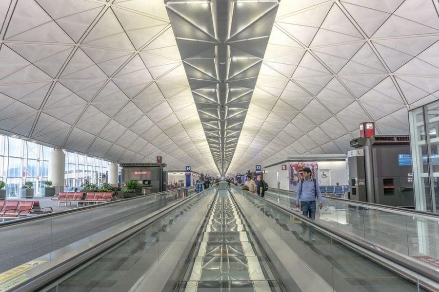 Scale mobili all'interno dell'Aeroporto di Hong Kong