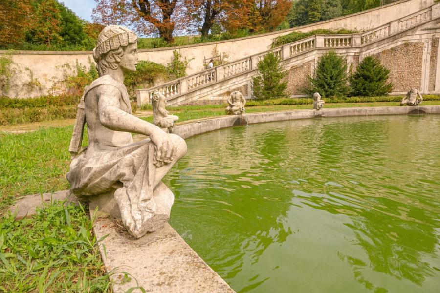 Dettaglio Statue Marine Fontana Villa della Regina
