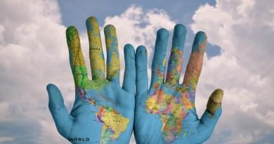 mondo nelle mani