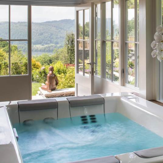 5b5d796ac7626-UK Stay Hot Tub Suite Visual 2