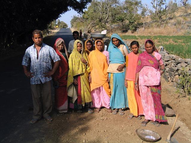 India - Addetti alla manutenzione della strada