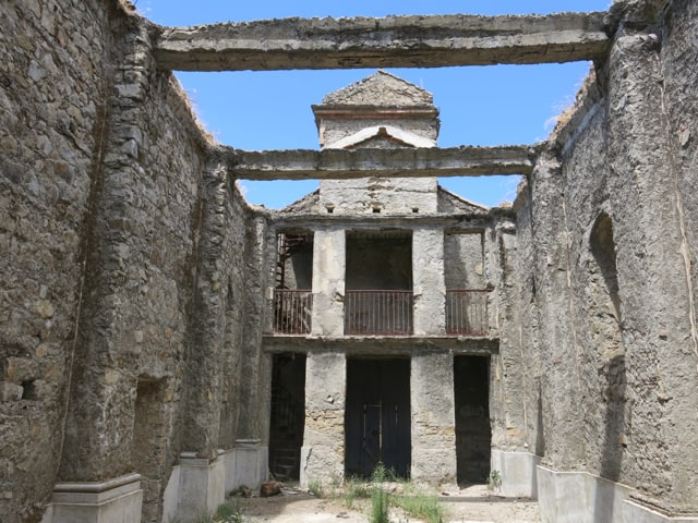 Paesi fantasma Casalinuovo Calabria turismo