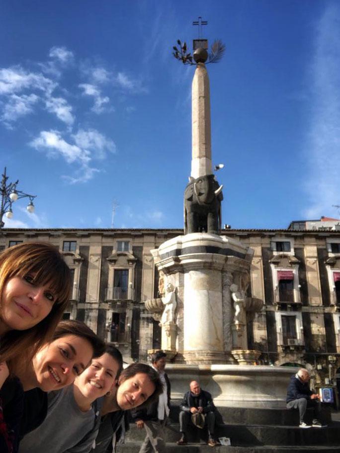 selfie-catania-piazza-fontana-elefante