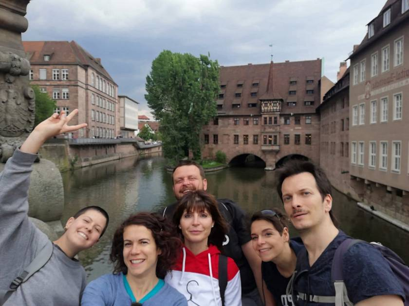 ponte sul fiume viaggiatori per caso