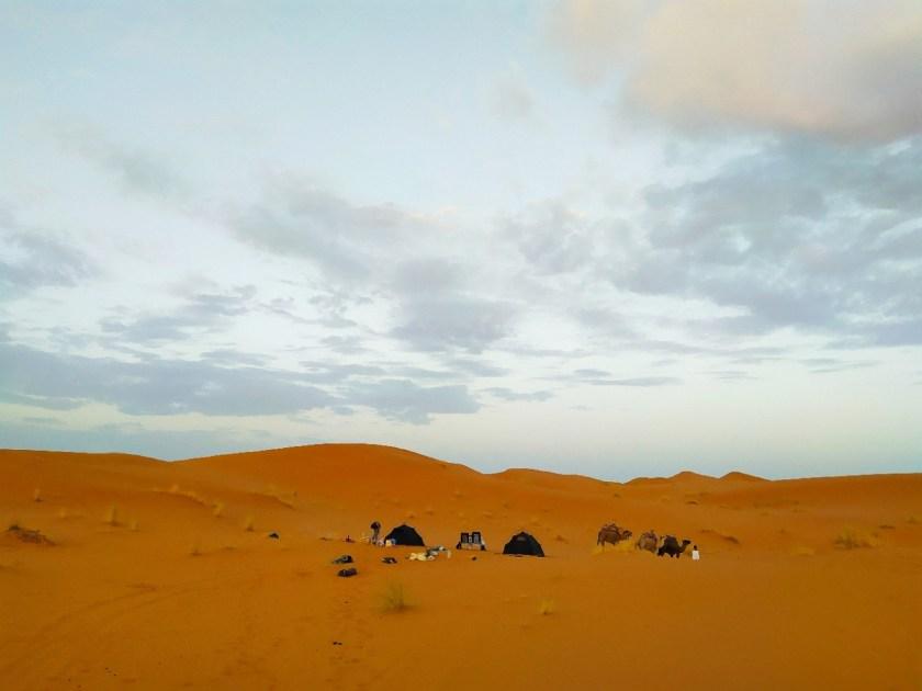 passare una notte nel deserto esperienza eutentica non turistica